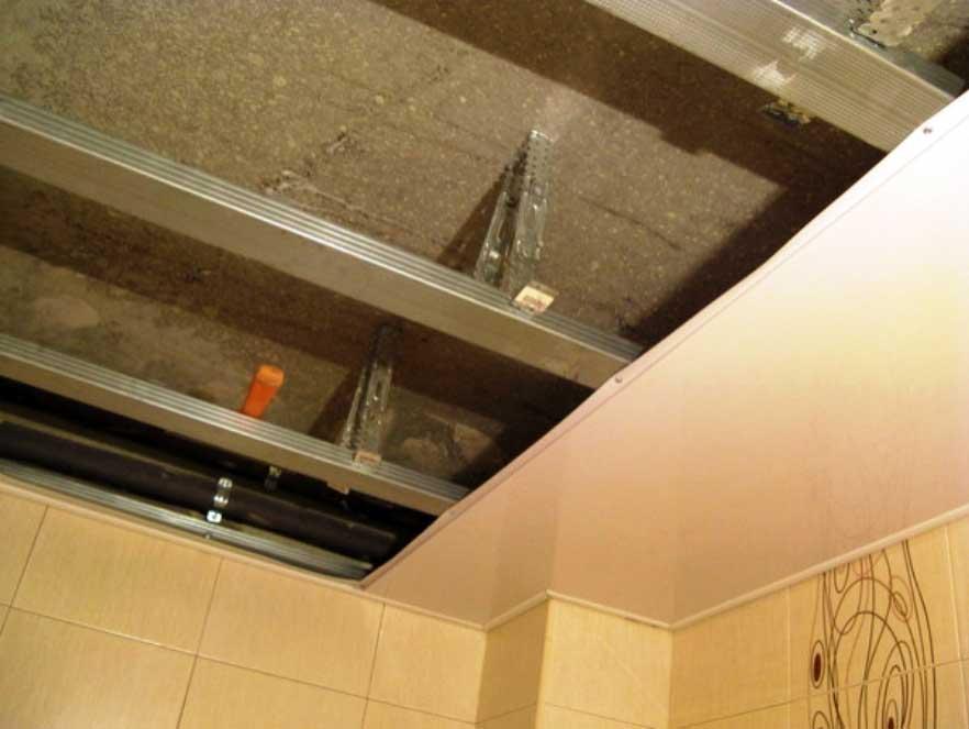 Потолок из пластиковых панелей своими руками видео