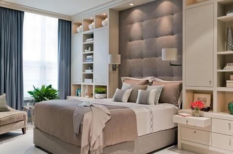 стеллаж в маленькой спальне