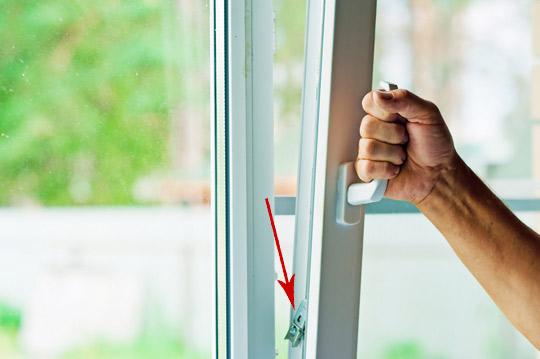 ne-zakrivaetsya-plastikovoe-okno-2